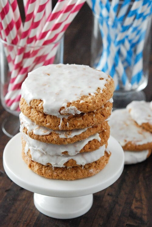 Old Fashioned Iced Oatmeal Cookies from www.thenovicechefblog.com