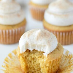 Pumpkin Dream Cupcakes (recipe via thenovicechefblog.com)