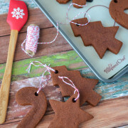 DIY Cinnamon Ornaments (via www.thenovicechefblog.com)