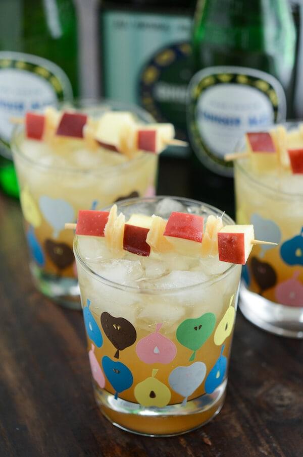 Ginger Bourbon Apple Cider via www.thenovicechefblog.com