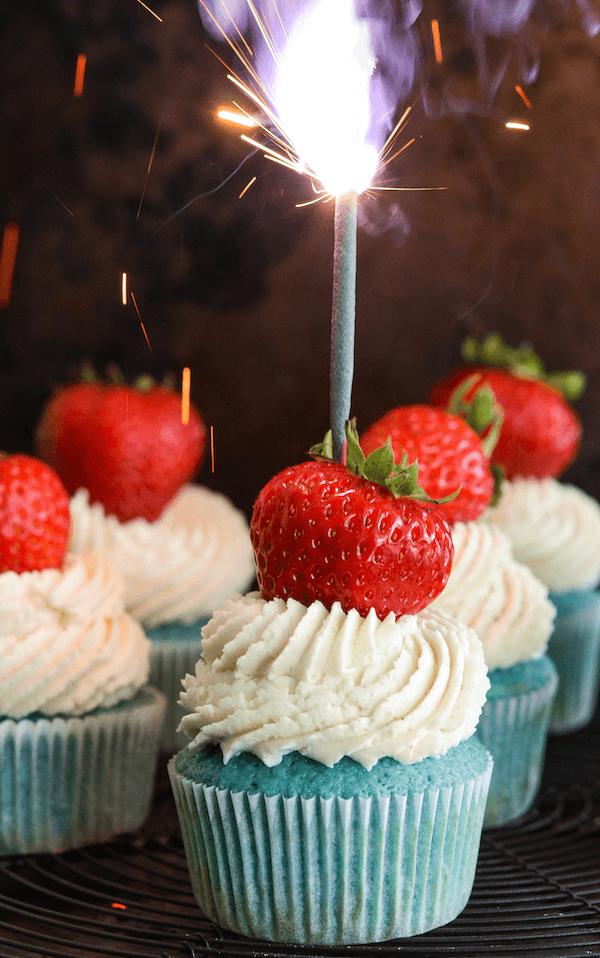 Red, White & Blue Sparkler Cupcakes!