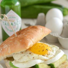 Zucchini, Mozzarella & Fried Egg Spicy Breakfast Sandwich!