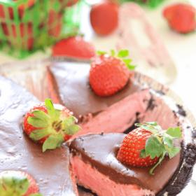 No-Bake Chocolate Covered Strawberry Pie!