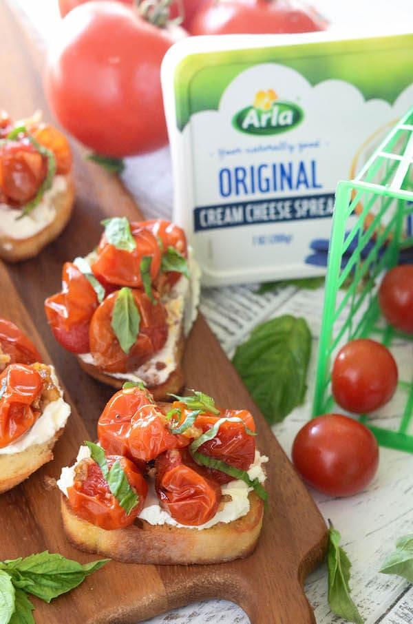 Creamy Garlic Roasted Cherry Tomato Crostini: Buttery crostini toast topped with garlic cherry roasted tomatoes!